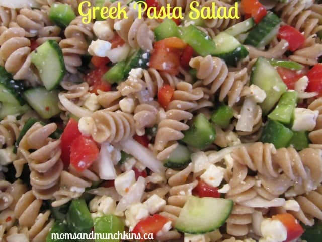 Greek Pasta Salad Recipe - Moms & Munchkins
