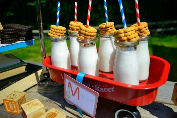 Creative back to school party ideas moms munchkins for Back to school party decoration ideas