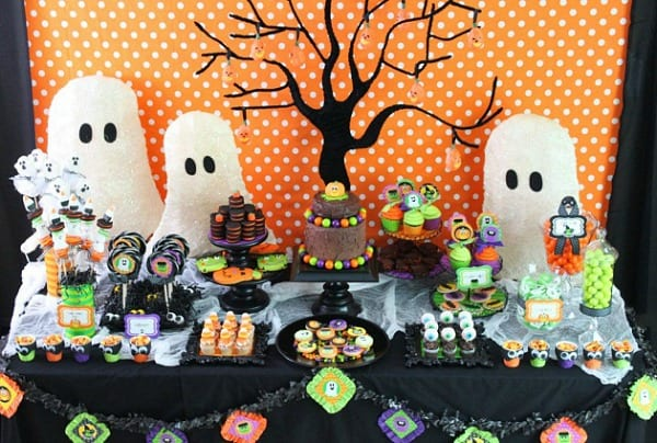 cute halloween party ideas moms munchkins. Black Bedroom Furniture Sets. Home Design Ideas