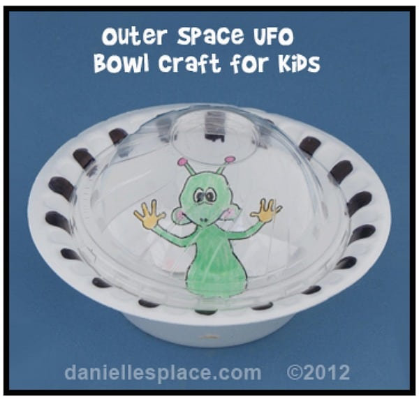 Alien crafts party activities for kids moms munchkins for Outer space crafts