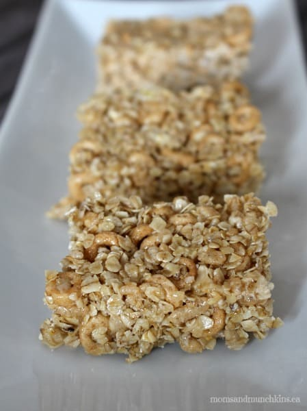 Chewy Granola Bar Recipe (Nut Free) - Moms & Munchkins