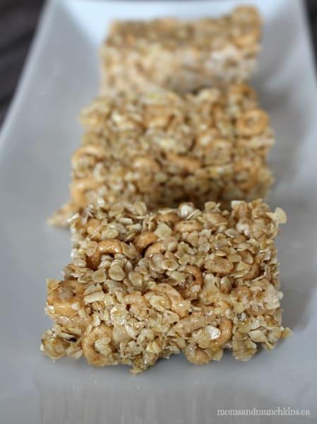 Chewy Granola Bar Recipe (Nut Free) - Moms & Munchkins