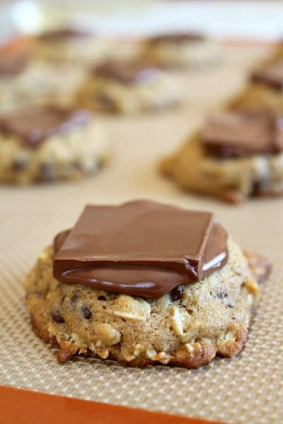 Cookies, squares and candy bars all in one! These Payday Cookie Bars ...