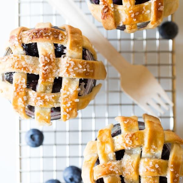 These Mini Mason Jar Blueberry Pies by Handmade Mood are beautiful ...