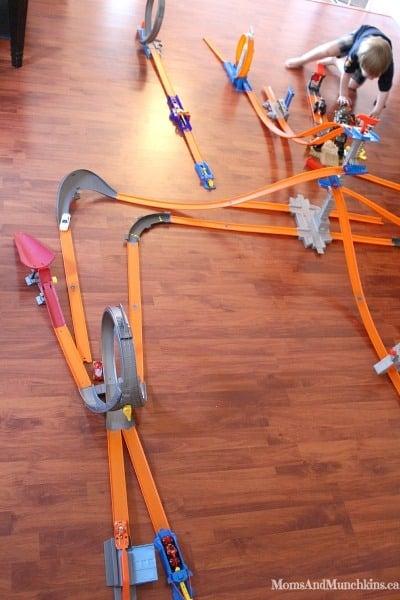 Hot Wheels Track Builder Challenge Moms Amp Munchkins