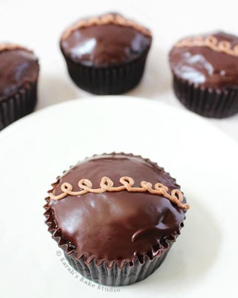 chocolate-cupcakes-sarahsbakestudio