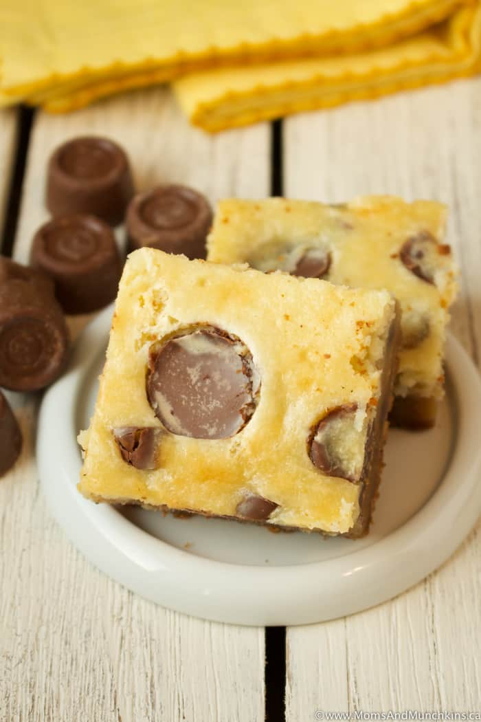 Rolo Cheesecake Cookie Bars