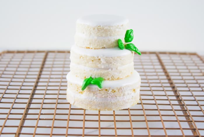 Mini Naked Wedding Cookie Cakes Tutorial