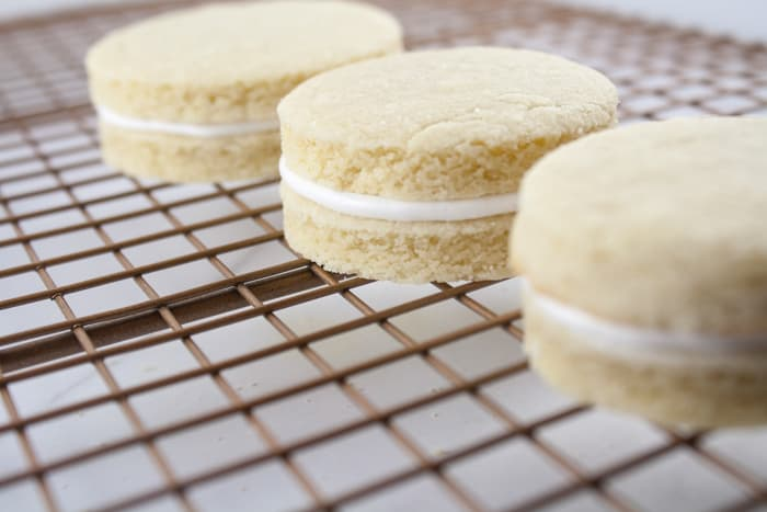 Mini Wedding Cookie Cakes Instructions